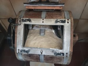 Vom Rahm zur Butter - Butterherstellung am Biohof Maurachgut