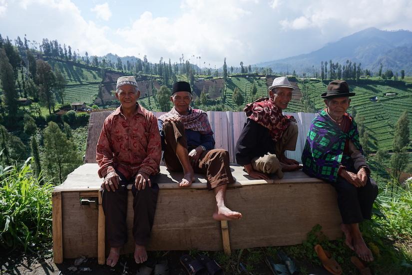 Alltagsstimmung in einem Bergdorf auf Java