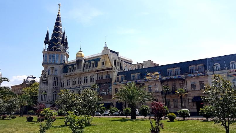 Prunkvolles Gebäude in der Altstadt von Batumi