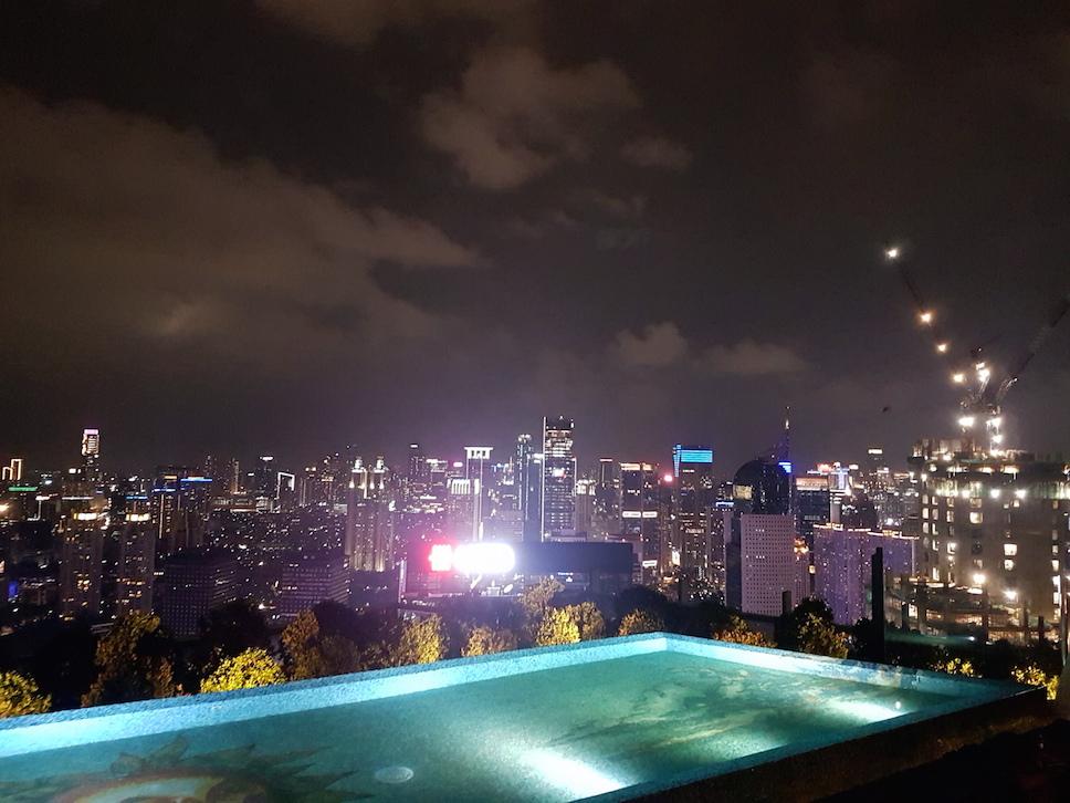 Blick von der Rooftopbar Skye in Jakarta
