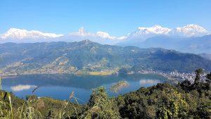 Feels like home - Blick auf Pokhara und die Berge im Hintergrund