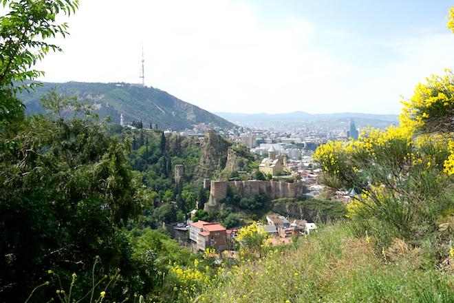 Blick auf das frühlingshafte Old Tbilisi