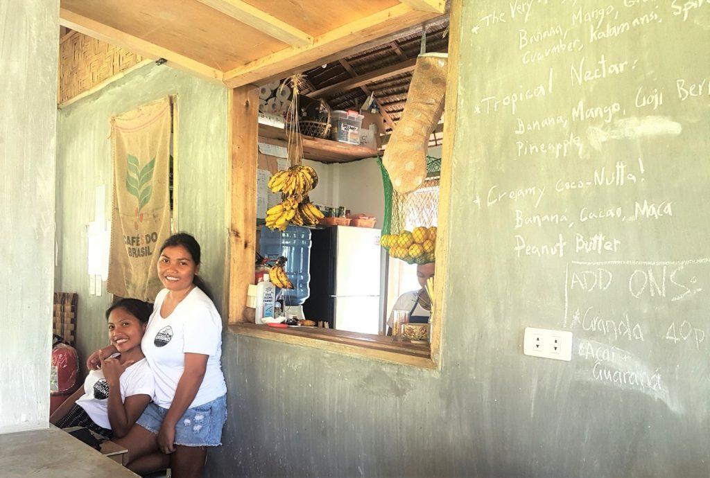 Kellnerinnen in einem Cafe von Pacifico