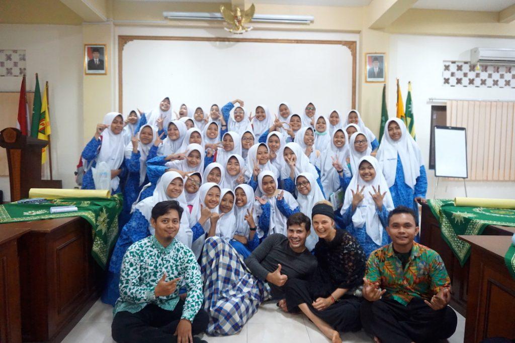 Besuch im Mädcheninternat in Yogyakarta