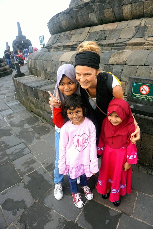 Indonesische Kindern in Borobudur