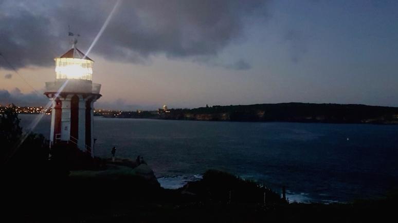 Leuchtturm bei Abendlicht in Watson Bay