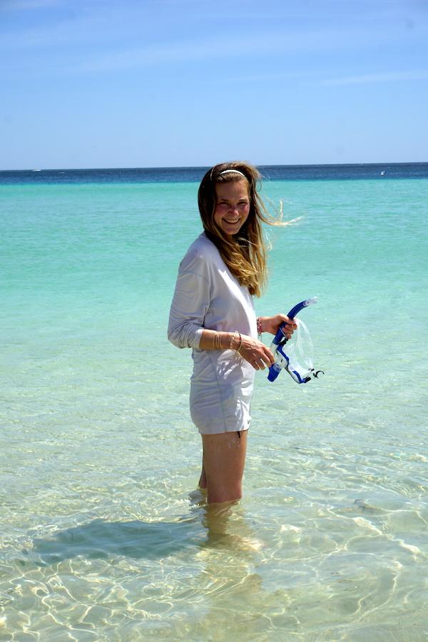 Schnorchel im türkisblauen Wasser von Coral Bay