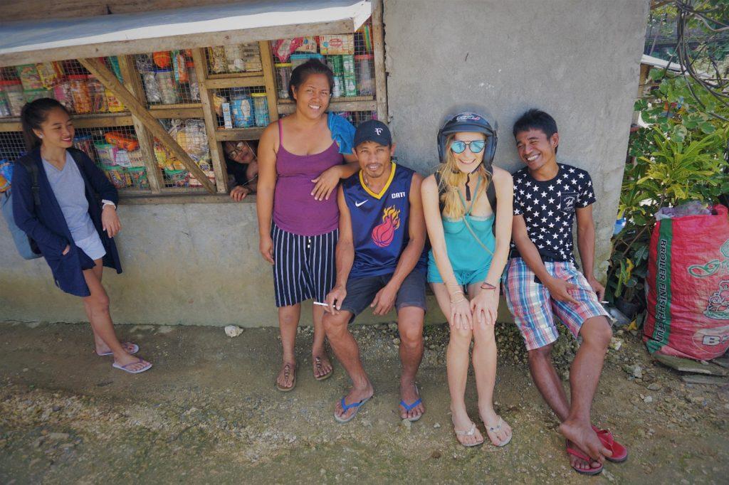 Mit Locals während eines Ausflugs auf Siargao