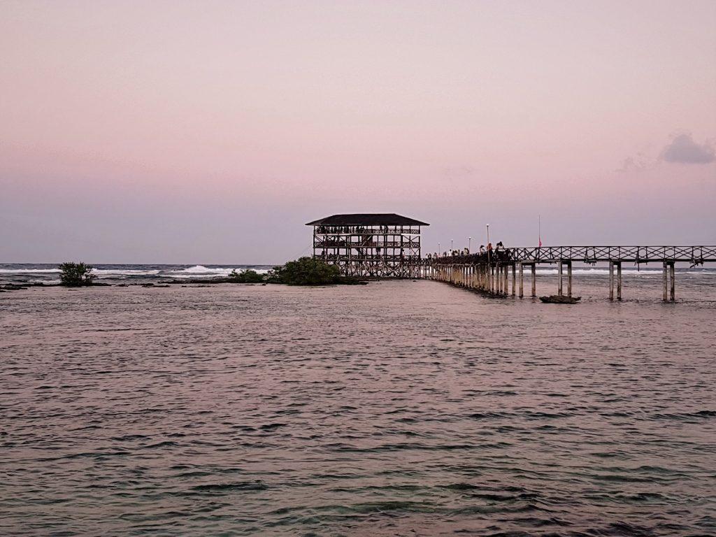Rosa Himmel und Sonnenuntergang bei Cloud 9, Siargao