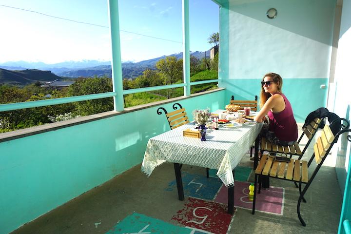 Sonntagsfrühstück in Yeghegnadzor