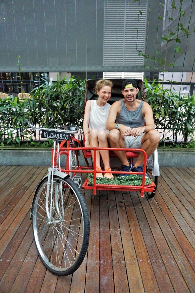 Zwei Weltreisende im Tricycle in KL