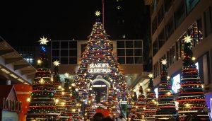 Weihnachtsbeleutung der Mall Harbour City in Kowloon, Hongkong